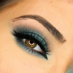 A colorful smoky eye is a surefire way to make us swoon. This teal look by Paulina Alaiev uses Makeup Geek signature eyeshadows in Barcelona Beach and Peacock + Makeup Geek signature eyeshadows in Houdini and Pegasus.