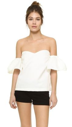 ¡Cómpralo ya!. Re:Named Over The Shoulder Top - Off White. A strapless re:named top with a sweetheart neckline and a cropped profile. Hidden snaps detach the puffed short sleeves. Hidden back zip. Nonslip rubber binding at top hem. Lined. Fabric: Plain weave. 100% polyester. Dry clean. Imported, China. Measurements Length: 12.5in / 32cm, from center back Measurements from size S. Available sizes: L,S , tophombrosdescubiertos, sinhombros, topestilopañuelo, offshoulders, tube…