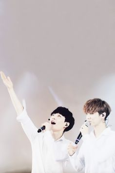 Lay is all into the moment.. Then you look at Luhan