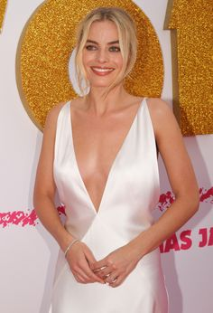 Margot Robbie to star in live-action Barbie movie. Margot Robbie will bring Barbie to life in a new movie. Atriz Margot Robbie, Margot Robbie Style, Margot Elise Robbie, Actress Margot Robbie, Margo Robbie, Margot Robbie Harley Quinn, Naomi Lapaglia, Harley Quinn Comic, Blond