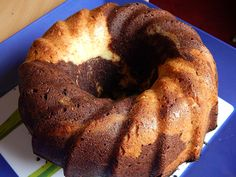 Ezt a kókuszos kuglóf receptet bátran kipróbálhatod, mert könnyen, gyorsan elkészíthető és biztosan sikered lesz vele! Remek vendégváró finomság.Kókuszos kuglóf hozzávalói:4 tojás20 dkg cukor25 dkg liszt2 Bagel, Tiramisu, Muffin, Bread, Food, Pound Cakes, Meal, Brot, Eten