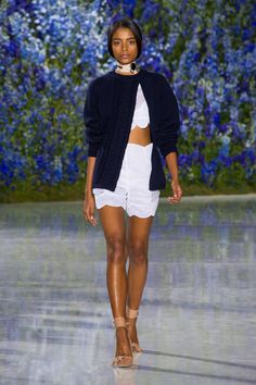 Christian Dior at Paris Fashion Week Spring 2016 - Runway Photos College Fashion, Fashion Week, High Fashion, Fashion Show, Paris Fashion, Christian Dior Paris, Paris Mode, French Fashion Designers, Street Style