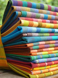 Kaffe fassett, stripes for leaves or feathers Fabric Art, Fabric Design, Textile Patterns, Weaving Patterns, Quilt Patterns, Fabulous Fabrics, Hand Weaving, Mandala, Artwork