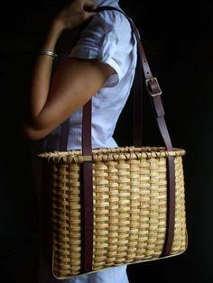 Nice tote.  I really need to make this basket!