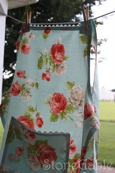 Apron Strings .... Apron Pattern  Love this fabric.  It would be great for a comforter.