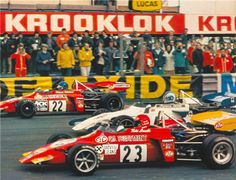 """Start of the final race at thruxton 1972 - (22) Ronnie Peterson - March 722 Cosworth BDF - STP March Engineering - (44) François Cevert - March 722 Cosworth BDA/Hart - Elf Coombs - (23) Niki Lauda - March 722 BDA/Race Engine Service - STP March Engineering - XXVII B.A.R.C. """"200"""" 1972 - II Jochen Rindt Memorial Trophy"""