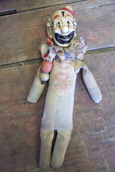 made by Whendi. The head is a vintage bottle opener, she use feed sacks for the body and stuffed w/straw. Creepy Vintage, Vintage Circus, Vintage Toys, Creepy Clown, Creepy Dolls, Haunted Circus, Creepy Photos, Blanket Fort, Modern Toys