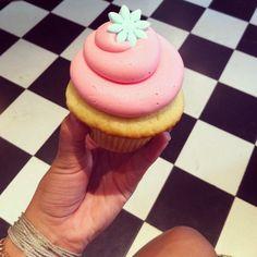 Red Velvet Cupcakes - Night - Tel Aviv Gold Bags, Red Velvet Cupcakes, Tel Aviv, Wedgwood, Israel, Cocoa, Cupcake Cakes, Living Rooms, Bracelet