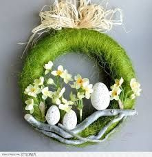 pl A wreath with a diameter of 28 cm on a polystyrene base, composed o Easter Projects, Easter Crafts, Diy Osterschmuck, Diy Easter Decorations, Diy Ostern, Deco Floral, Valentine's Day Diy, Easter Wreaths, Valentines Diy