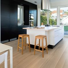 Image 11 of 13 from gallery of Bolig Ekstrand House / Borve Borchsenius Arkitekter. Photograph by Vegard Giskehaug Interior Design Inspiration, Decor Interior Design, Interior Decorating, Diy Decorating, Exterior Cladding, White Houses, Beautiful Interiors, Contemporary Interior, Building A House