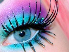week 6- dramatic false eyelashes This example has a good depiction of both upper and lower false eyelashes.
