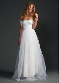 Chic Lace & Tulle Strapless Neckline A-line Wedding Dresses