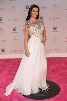 Shakira, Fiesta Outfit, Pink Carpet, Outfits 2016, Glamour, Winter Beauty, Prom Dresses, Formal Dresses, Refashion