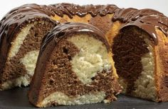Rețetă excepțională de post, fără lapte și ouă – Chec de post, cu vanilie și ciocolată Easy Cake Recipes, Sweet Recipes, Dessert Recipes, Romanian Desserts, Vegetarian Recipes, Cooking Recipes, Dessert Bars, Food Cakes, Pound Cake