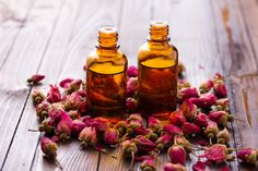 Rose Essential Oil Benefits Skin, Depression and Hormones Essential Oils For Depression, Rose Essential Oil, Doterra Essential Oils, Young Living Essential Oils, Healing Oils, Natural Healing, Au Natural, Holistic Healing, Damas Rose