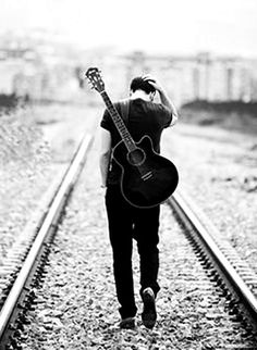 A growing range of free online guitar lessons for guitarists of all ages, technical abilities and music styles. Serious about playing guitar? Musician Photography, Band Photography, Senior Photography, Alone Boy Photography, Senior Year Pictures, Senior Photos, Senior Portraits, Guitar Senior Pictures, Dp Pictures