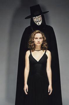 Hugo Weaving & Natalie Portman in V for Vendetta Vendetta Film, V For Vendetta Movie, V For Vendetta 2005, Natalie Portman, V For Vendetta Costume, Movies Showing, Movies And Tv Shows, The Fifth Of November, Hugo Weaving