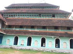 Spread of Islam- Mosque in Calicut Kerala Architecture, Mosque Architecture, Vernacular Architecture, Spread Of Islam, Kerala Houses, Hindu Temple, South India, Place Of Worship, Ocean