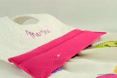 Romántico babero personalizado para tu bebe. Un regalo cuidado y delicado. #nena #original #nosolobaberos #handmade #baberopersonalizado #baberohechoamano #regalobebe #baberosoriginales #regalopersonalizadobebe #personalizado #handmade