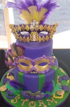 Mardi Gras cake and kings cakes - by CakeryCreation @ CakesDecor.com - cake decorating website