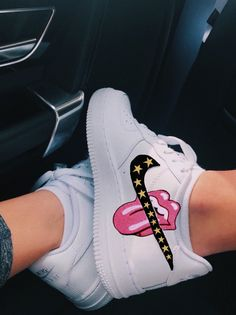 nike air force 1 Source by emillyyhall de mujer nike Custom Painted Shoes, Custom Shoes, Hand Painted Shoes, Basket Fila, Nike Shoes Air Force, Cute Sneakers, Summer Sneakers, Sneakers Nike, Aesthetic Shoes