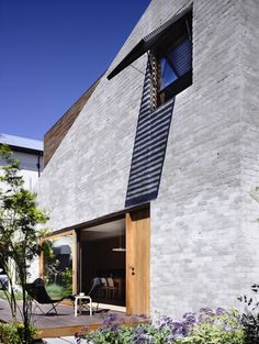 Gallery of East West House by Rob Kennon Architects / The Local Project Brick Cladding, Brick Facade, Facade House, Brick Houses, Brickwork, Exterior Colors, Exterior Design, Brick Rendering, External Render