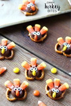 These Candy Pretzel Turkey Bites are tasty and adorable. The perfect dessert . - These Candy Pretzel Turkey Bites are tasty and adorable. The perfect dessert idea for your Thank - Thanksgiving Desserts Easy, Thanksgiving Parties, Thanksgiving Turkey, Thanksgiving Cookies, Thanksgiving Dressing, Thanksgiving Baking, Thanksgiving Prayer, Thanksgiving Outfit, Thanksgiving Decorations