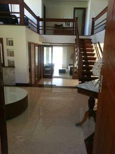 Guarajuba, Bahia - Bela casa em condomínio fechado, à 20m da praia, com agradável vista para o mar.
