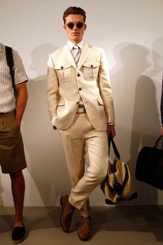 See all the Collection photos from Gieves & Hawkes Spring/Summer 2014 Menswear now on British Vogue Military Fashion, Mens Fashion, Fashion Shoes, Gents Shirts, Beige Suits, French Outfit, Mens Designer Shirts, Man Dressing Style, Safari Jacket