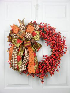 Bowed Berry Wreath bit with just the berries would be cute to make Thanksgiving Wreaths, Autumn Wreaths, Thanksgiving Decorations, Holiday Wreaths, Halloween Decorations, Wreath Crafts, Diy Wreath, Wreath Ideas, Autumn Crafts