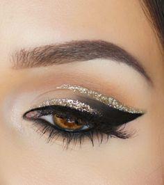 Maquillage pailleté : un cut crease doré