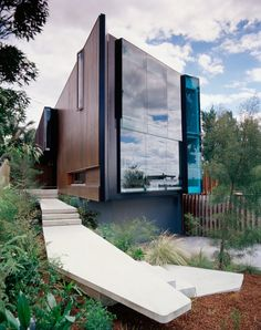 Amazing reflective surface // City Hill House - John Wardle Architects