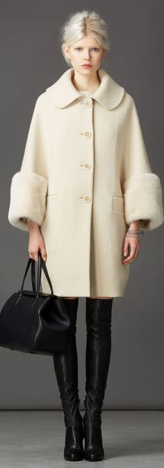 Ermanno Scervino Pre-fall 2014 - Ready-to-Wear Winter Stil, Winter Coat, Moda Outfits, Fashion Outfits, Womens Fashion, Fashion Trends, Ermanno Scervino, Beach Wear, Coats For Women