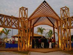 Bamboo structure at entrance of the SEBRAE Feira do Empreendedor (Entrepreneurship Fair) #ebiobambu #celinallerena #bambu #bamboo #design #architecture #arquitetura #environmentallyfriendly #ecofriendly #bioarchitecture #bioarquitetura #sustainable #sustentavel #sebrae #sebraefeiradoempreendedor