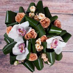 Артикул: 035-175 Состав букета: 7 роз лососевого цвета, 10 кустовых роз кремового цвета, орхидея белого цвета, декоративная зелень, оформление Размер: Высота букета 50 см Роза: Выращенная в Украине http://rose.org.ua/bukety-iz-roz/1289-vykrutas.html #букеты #букетроз #доставкацветов #RoseLife #flowers #SendFlowers #купитьрозы #заказатьрозы   #розыпоштучно #доставкацветовкиев #доставкацветовукраина #срочнаядоставка #заказатьрозыкиев