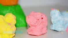 Tylko dwa składniki są potrzebne by wyczarować genialną piaskolinę. Moon dough DIY #diy #moon #creative #craft Moon Dough, Diy For Kids, Crafts For Kids, Barn Wood Crafts, Play Doh, Sensory Play, Diy And Crafts, Craft Projects, Ice Cream