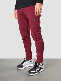 Bestel nu gemakkelijk en snel de Nike Tech Fleece Team Red Black 545343-677 Broek bij FreshCotton   Online Kleding, Schoenen en Accessoires. Niet goed geld terug. Altijd. Orders boven de €100,- worden gratis verzonden.