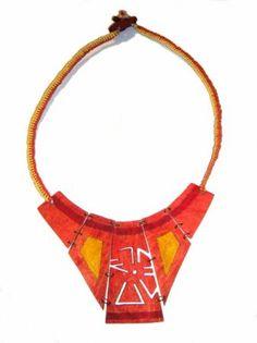 collar pectoral precolombino en semilla de mango collar semilla de mango,cordon encerado,madera calado  armado y macrame