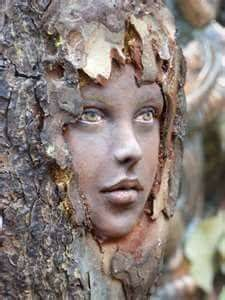 Ein erstaunlicher Holzgeist ~ … An amazing wood spirit ~ … 40 Exceptional examples of carving trees ArtCarving a stump in art – Bing Images most amazing Gnome Home. Tree Carving, Wood Carving Art, Art Sculpture En Bois, Sculpture Ideas, Garden Sculpture, Arte Fashion, Tree People, Tree Faces, Wow Art
