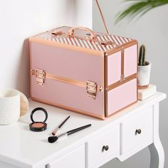 Beautify Large Makeup Cosmetic Organizer Train Case Professional Aluminum Storage Box Striped Blush Pink with Lock and Rose Gold Handles Makeup Storage Box, Cosmetic Storage, Makeup Box, Pink Makeup, Makeup Organization, Eye Makeup, Make Up Storage, Storage Ideas, Cosmetic Train Case