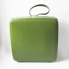 Mid Century Samsonite Sentry Overnight Suitcase in Avocado