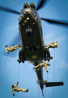 The Helicpter Abseil Instructors (HAI) course - abseiling from a RAF Puma helicopter. Abseiling, Cape Canaveral, Kitty Hawk, Photo Competition, Royal Air Force, Armed Forces, Fighter Jets, Aviation, Aircraft