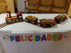 Pastel de cumpleaños tren. Train cake. Birthday Sweets, 2nd Birthday, Train Party, Ideas Para Fiestas, Thomas And Friends, Party Cakes, Delicious Desserts, Birthdays, Cupcakes
