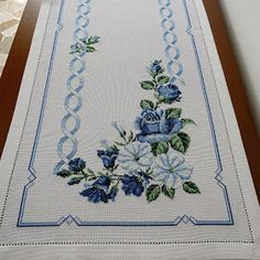 Cross Stitch Borders, Cross Stitch Rose, Cross Stitch Flowers, Cross Stitch Designs, Crochet Doily Diagram, Crochet Doilies, Rose Bouquet, Embroidery, Projects