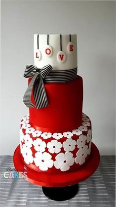 Red and white wedding cake - so fun!