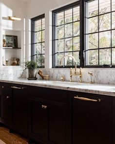 Interior Design Work, Gold Interior, Kitchen Interior, Kitchen Design, Kitchen Ideas, Gold Kitchen, Kitchen With Black Cabinets, Kitchen Cabinets, Kitchen Art