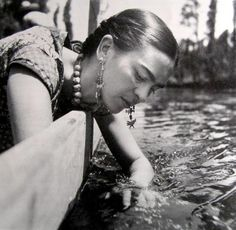 Freida Kahlo via the littlest.