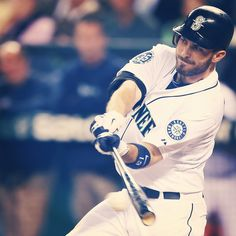 Dustin Ackley's 2-run single is all #Mariners need in 2-1 win over #RedSox 9/5/12