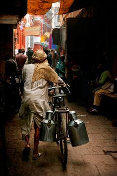 Varanasi, india by Gerald Gay, via Village Photography, Indian Photography, Life Photography, Street Photography, Portrait Photography, Varanasi, India Street, Amazing India, India Culture