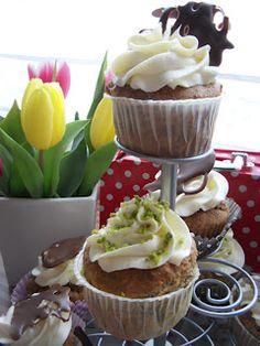 Mohn Marzipan Cupcakes